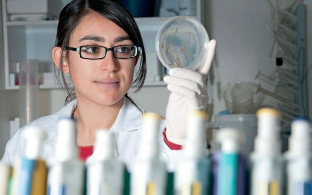 Las mujeres son minoría en el campo de la ciencia. Según datos de la Unesco, en el mundo solo el 30% de los investigadores son mujeres.