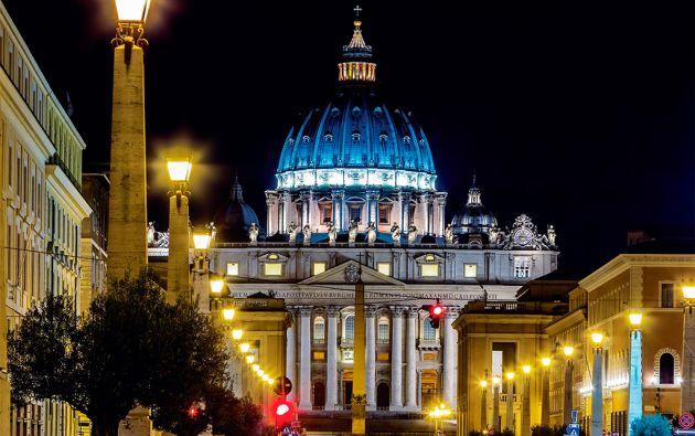 """Como en """"El nombre de la rosa"""", Eco observa al catolicismo y a El Vaticano como centro neurálgico de la corrupción de nuestra civilización."""