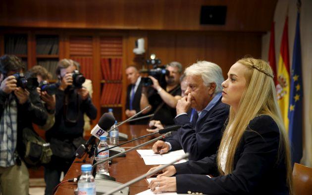 Tintori participó en una rueda de prensa junto a Felipe González. Foto: REUTERS.