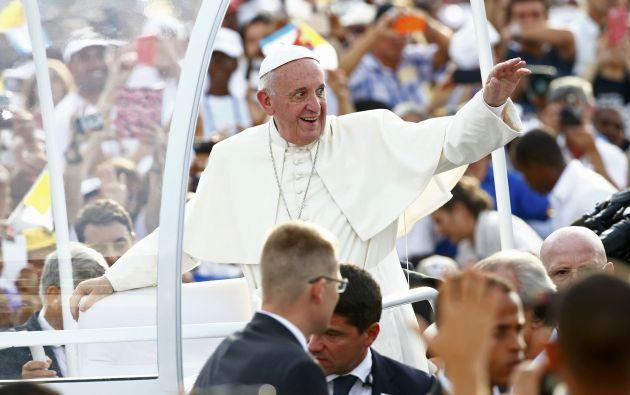 Francisco a su llegada a la primera misa que brindó en La Habana (Cuba). Foto: REUTERS.