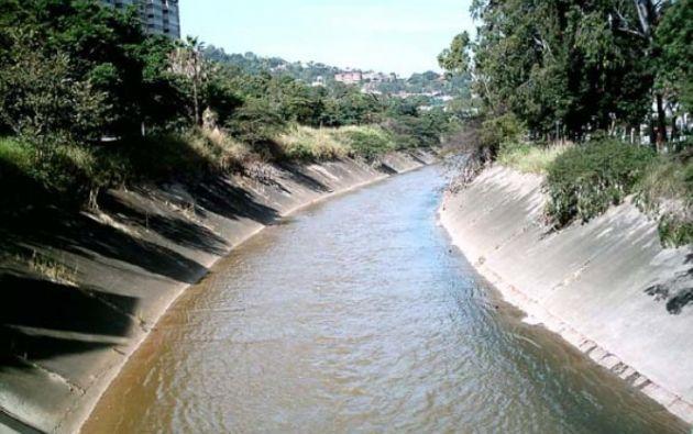 El río Guaire cruza Caracas y a él llegan las aguas servidas de buena parte de la ciudad.