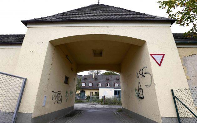 La entrada del antiguo campo de concentración de Dachau. Foto: REUTERS.