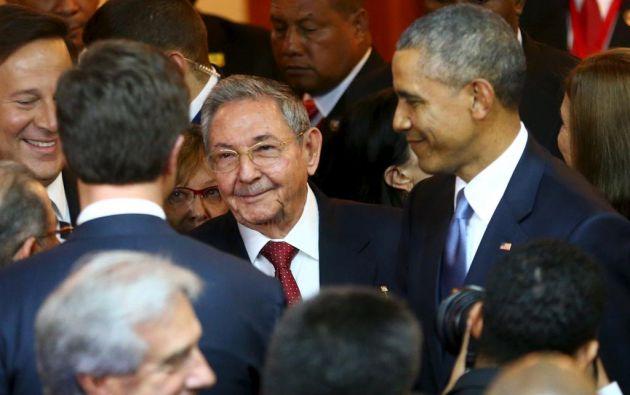 Castro y Obama en abril pasado, en Panamá. Foto: Archivo / REUTERS.