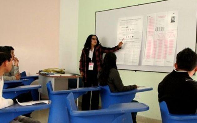 Hasta este 2015, los estudiantes deberán rendir el Examen Nacional de Educación Superior. Foto: Archivo / Ecuavisa.