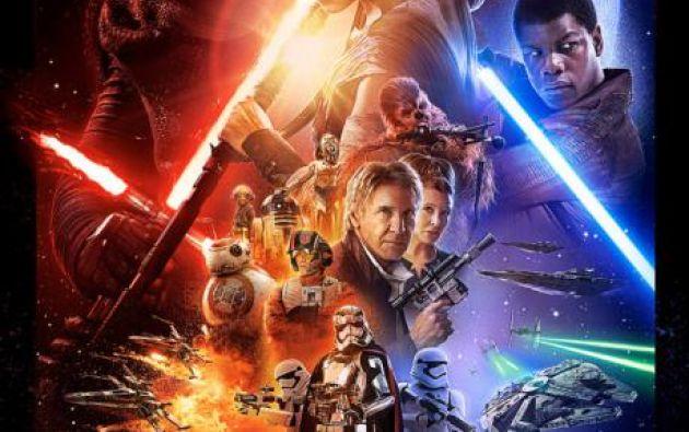 """El nuevo afiche incluye a los personajes principales de """"The Force Awakens""""."""