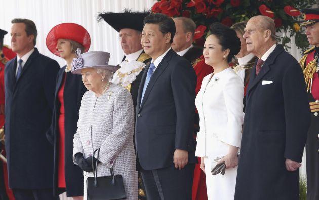 El primer ministro David Cameron, la reina Isabel II, Xi Jinping, su esposa Peng Liyuan y el príncipe Felipe. Foto: REUTERS