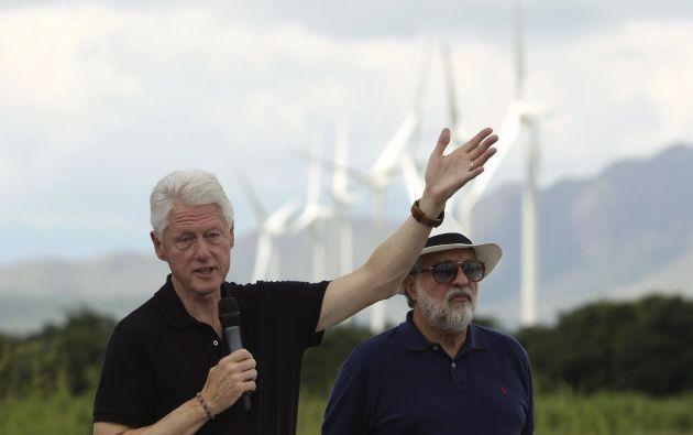 Clinton hizo estas declaraciones a periodistas durante una visita a un parque eólico promovido por la Fundación Clinton en Penonomé. Foto: REUTERS.