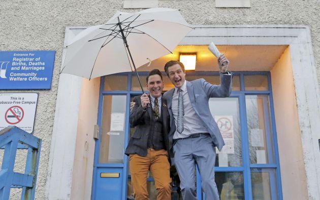 """Richard Dowling, abogado, y Cormac Gollogly, empleado de banca, ambos de 35 años de edad, se dieron el """"sí quiero"""". Foto: REUTERS."""