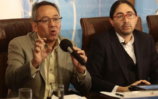 El ministro Espinosa (izq.) y el secretario nacional de Educación Superior, explicaron cómo funcionará esta nueva modalidad de evaluación. Foto: API.