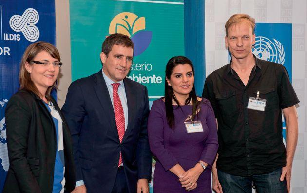 Autoridades y expertos. La ministra del Ambiente, Lorena Tapia, explicó en un foro sobre cambio climático y periodismo que el país aplica una Estrategia Nacional desde 2012.