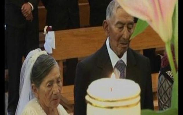 La pareja recibió una habitación en el centro geriátrico de Sigchos como regalo de bodas. Foto: Captura de Video.
