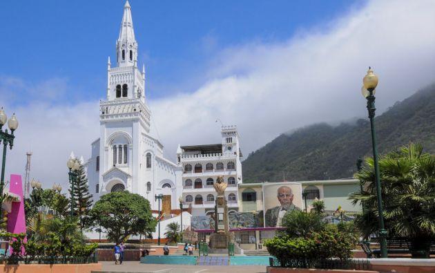 La Basílica Menor, el Parque Central y las imágenes de Eloy Alfaro son lugares que el turista debe conocer en el cantón. Foto: Iván Navarrete