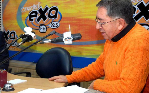 Gonzalo Rosero se desempeña también como entrevistador de Radio Democracia.