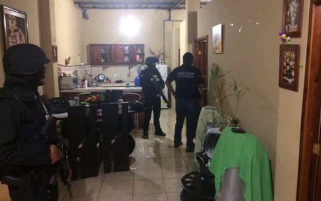 La Fiscalía ejecutó un operativo simultáneo en Guayas, Pichincha, El Oro y Carchi. Foto: Twitter / Fiscalía.