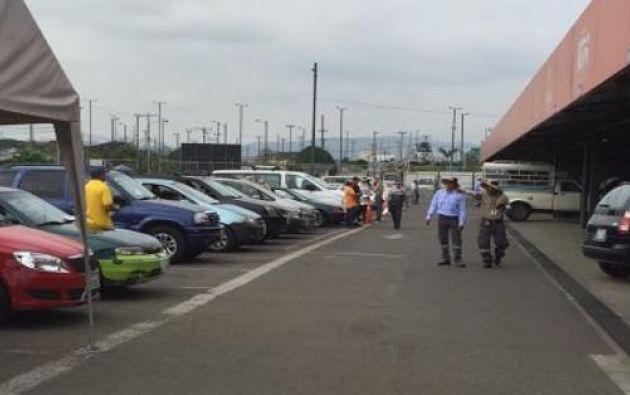 Para revisar los vehículos, los usuarios deben pagar la matrícula en el SRI. Foto: ATM / Twitter.
