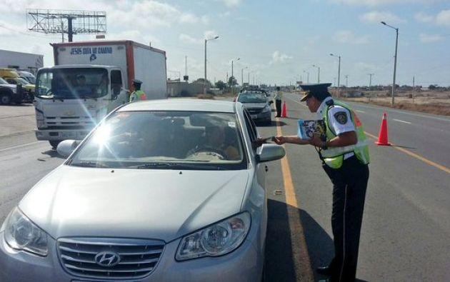 Unos 18.000 vehículos ingresaron a la provincia de Santa Elena durante el feriado. Foto: Twitter / Comisión de Tránsito.