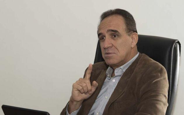 Ramiro González Jaramillo (Celica, 1958). Economista de la PUCE y máster de la Flacso. Casado con Carmen Augusta Gaybor; es padre de Ramiro Andrés (máster en Gestión), Carolina (arquitecta) y Sebastián (abogado).