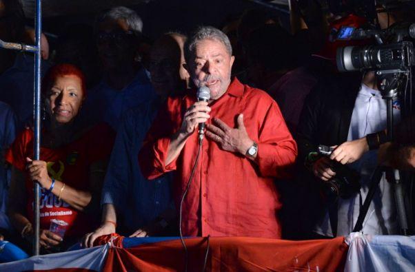 Lula en una reunión del Partido de los Trabajadores que se realizó en su apoyo, durante la semana pasada. Foto: Agencia AFP