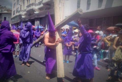 Una de las partes de la procesión Jesús del Gran Poder en Quito. Foto: Julissa Suárez