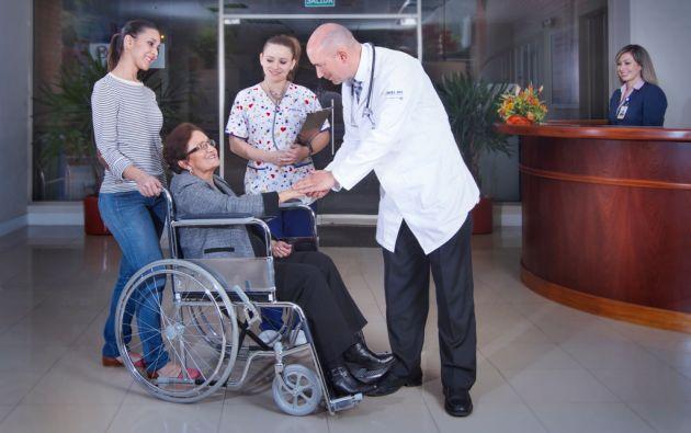 En 2011, la Fundación Turismo para Cuenca firmó un convenio con cinco hospitales y clínicas de la ciudad para promover los servicios de salud con el objetivo de captar más turistas nacionales y extranjeros.