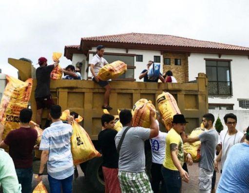 En distintos puntos de Guayaquil se receptaron donaciones (Foto: Instagram)
