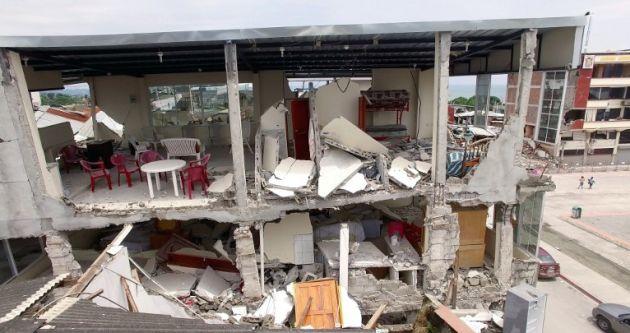 Muchas construcciones en Pedernales, así como varias escuelas, quedaron fuera de uso luego del terremoto. Foto: AFP