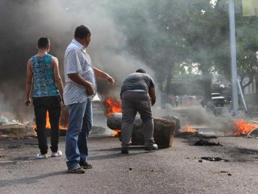 Un grupo de personas durante una manifestación en Maracaibo. (Foto tomada de laestrella.com.pa)