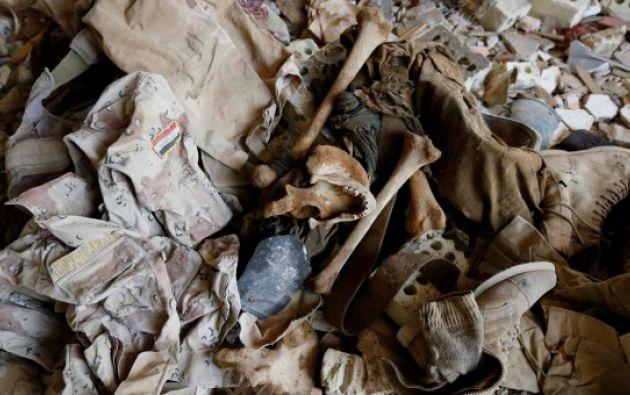 Restos óseos hallado en una fosa común al norte de la ciudad iraquí de Faluya. REUTERS/Thaier Al-Sudani