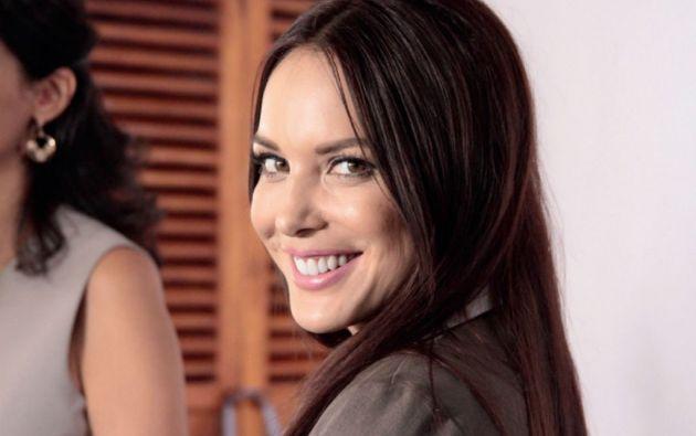 Érika Vélez como Ruth, la insidiosa mejor amiga de Eva, esposa de Gerardo Morán.