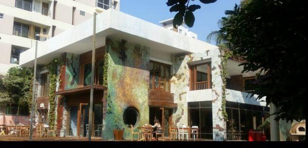 Así se ve el restaurante donde se encuentran los rehenes en Dacca. Foto: Univisión.