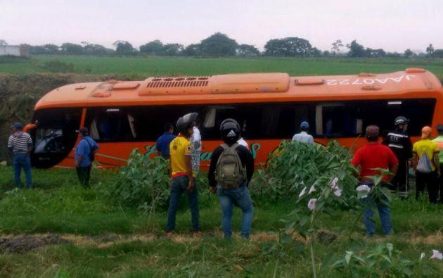 El accidente ocurrió tras el volcamiento de un bus de transporte interprovincial. Foto: Patricio Soria