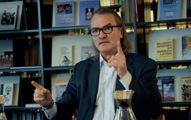 Rickard Lalander es sociólogo y politólogo, doctor y catedrático en Estudios Latinoamericanos en la Universidad de Helsinki. Es investigador de la Universidad de Södertörn, Estocolmo e investigador en el Departamento de Ciencia Política en la Universidad de Estocolmo. En Ecuador ha colaborado con la Universidad Andina Simón Bolívar, la Flacso y la UTPL.