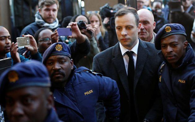 Pistorius cumple una pena de seis años por el asesinato de su novia.