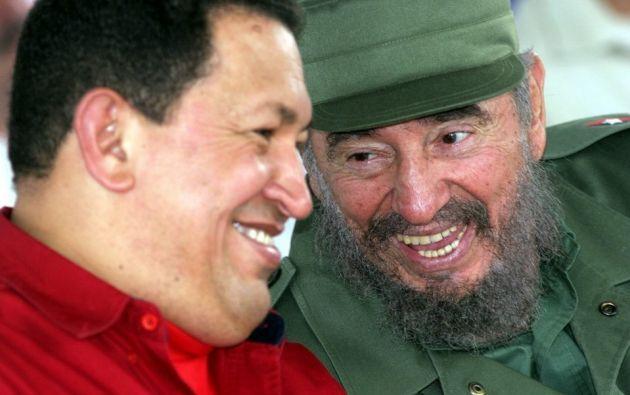 VENEZUELA.- Según el periodista, el líder cubano Fidel Castro se aprovechó de las creencias personales de Chávez y su entorno. Foto: Archivo
