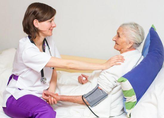 La atención médica oportuna es uno de los aspectos fundamentales para las personas de la tercera.