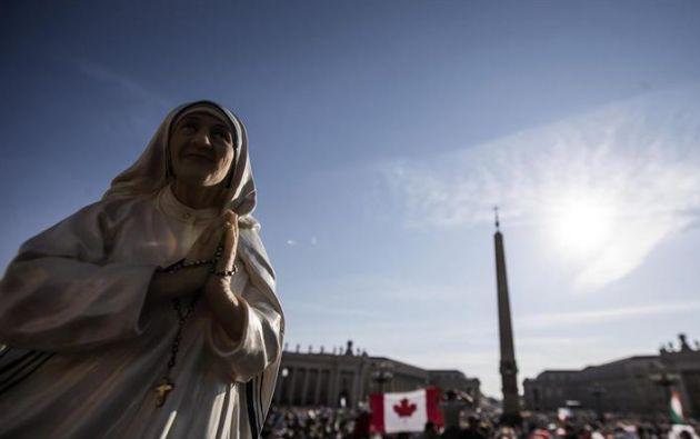 """El papa elogió durante la homilía de la canonización la labor de la madre Teresa """"en defensa de la vida humana""""."""