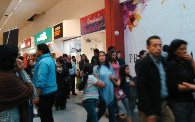 Algunos centros comerciales fueron evacuados debido al fuerte movimiento telúrico que se registró.