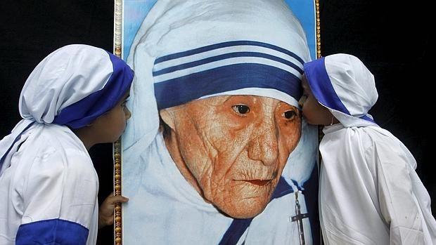 Algunos críticos consideran que la madre Teresa defendía métodos arcaicos, que agravaban el sufrimiento de muchos.