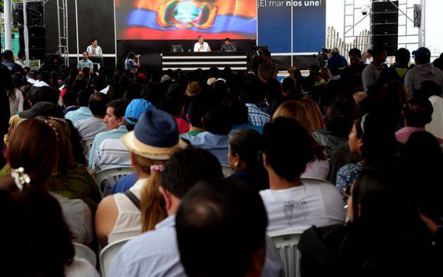 SANTA CRUZ, Galápagos.- El Ejecutivo también agregó que los 2 192 trabajadores del sector público no serán afectados por los ajustes. Foto: Flickr Presidencia.
