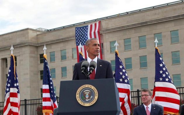 """WASHINGTON, EE.UU.- En su dolor y en su gracia nos han recordado que, juntos, no hay nada que los estadounidenses no pueden superar"""". dijo Obama en su discurso."""