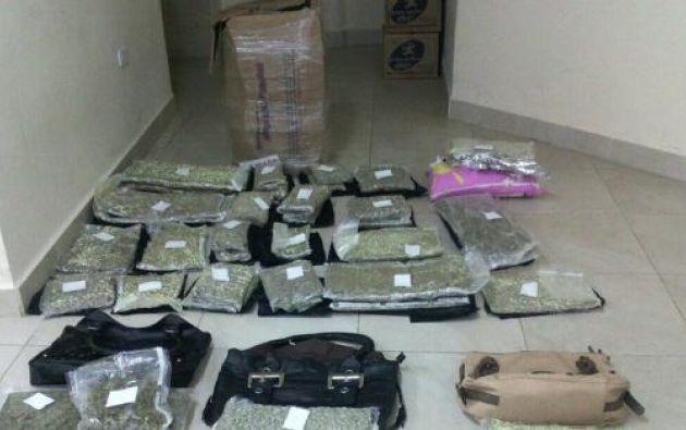 El ministro Serrano informó de  50 kg de droga incautados y distribuidores aprehendidos. Foto: Ministerio de Interior