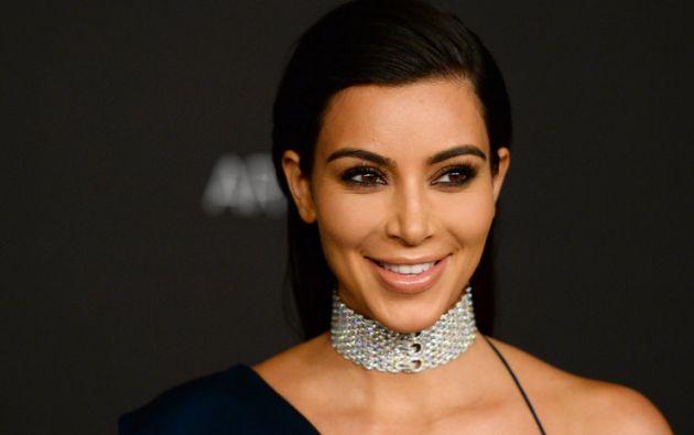 Kim Kardashian volvió a desnudarse en las redes sociales para mostrar su bronceado.
