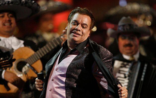 El médico naturista del fallecido cantautor mexicano asegura que detrás de su muerte hay intereses financieros.