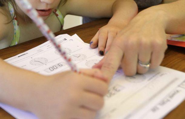 El ministro de Educación anunció una normativa que regula el desarrollo de tareas. Foto: Archivo / Ecuavisa.