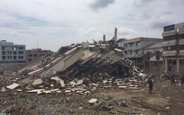 Fiscalía investiga el posible homicidio culposo debido a las muertes generadas tras el colapso de estructuras. Foto: Patricio Díaz / Ecuavisa.