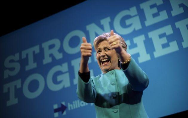 EE.UU.- Según una encuesta conjunta del Wall Street Journal y la cadena NBC, Clinton tiene actualmente 11 puntos de ventaja (48% frente al 37%) entre los votantes probables. Foto: AFP