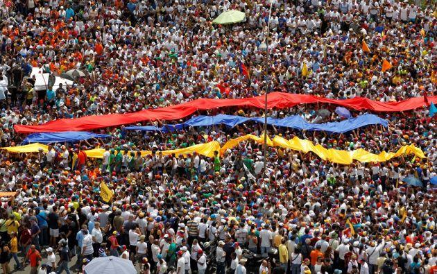 Simpatizantes de la oposición este 26 de octubre en una manifestación. Foto: REUTERS.