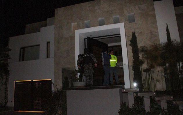 Dentro de una de las viviendas se encontró documentación de la suegra de Carlos Pareja. Foto: José Serrano.