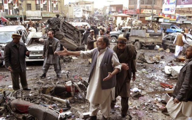 PAKISTÁN.- Las víctimas son producto de una explosión registrada este sábado en un templo sufí en la provincia de Baluchistán. Foto: Agencias