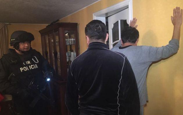 ECUADOR.- Los detenidos fueron capturados durante operativos simultáneos en Quito y Esmeraldas. Foto: Fiscalía del Ecuador